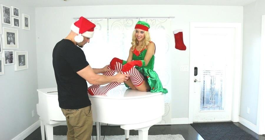 ExxxtraSmall.com - Uma Jolie - Extra Small Elf on The Shelf [HD 720p / Young / Blonde / 2015]