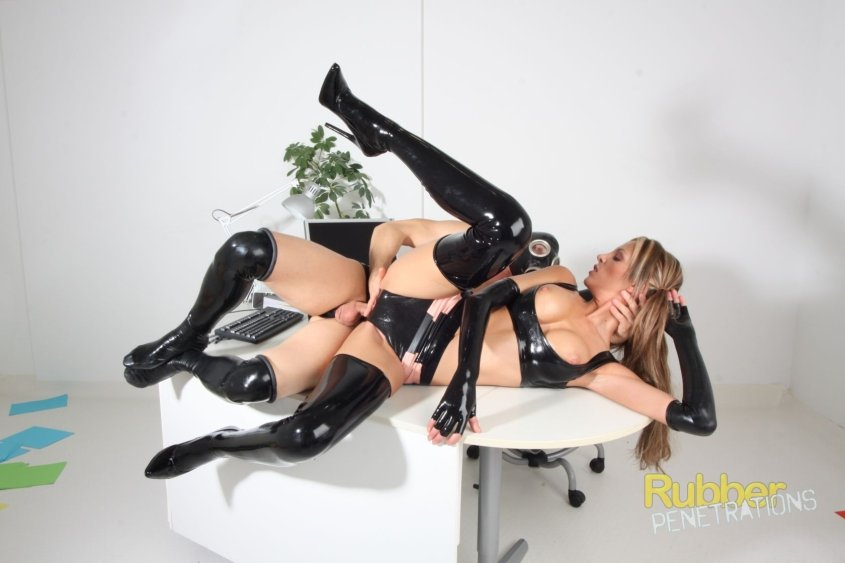 Rubber-Penetrations.com - Lara Love - Latex Love [SD / Latex / Rubber / 2015]