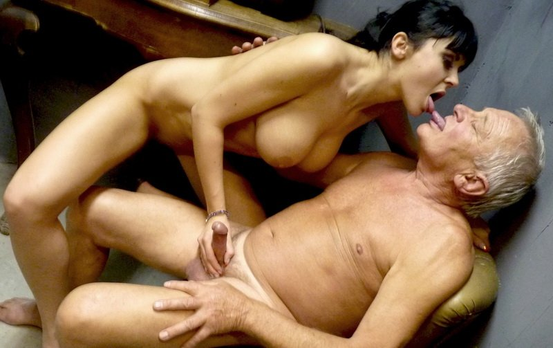 Salierixxx.com - Anastasia Brill - Un Regalo Per Papa [SD / All Sex / Big Tits / 2011]