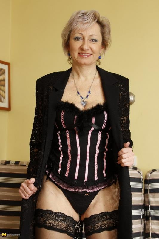 Mature.Nl - Jaroslava - 45 [HD / Milf / Blondes / 2013]