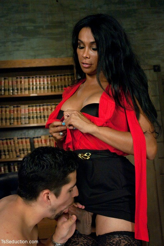 SexChangeGirl.com - Vaniity - Transport Trial Of The Guy Drochivshy At A Wheel [HD 720p / Transsexual / Oral / Cumshot / 2012]