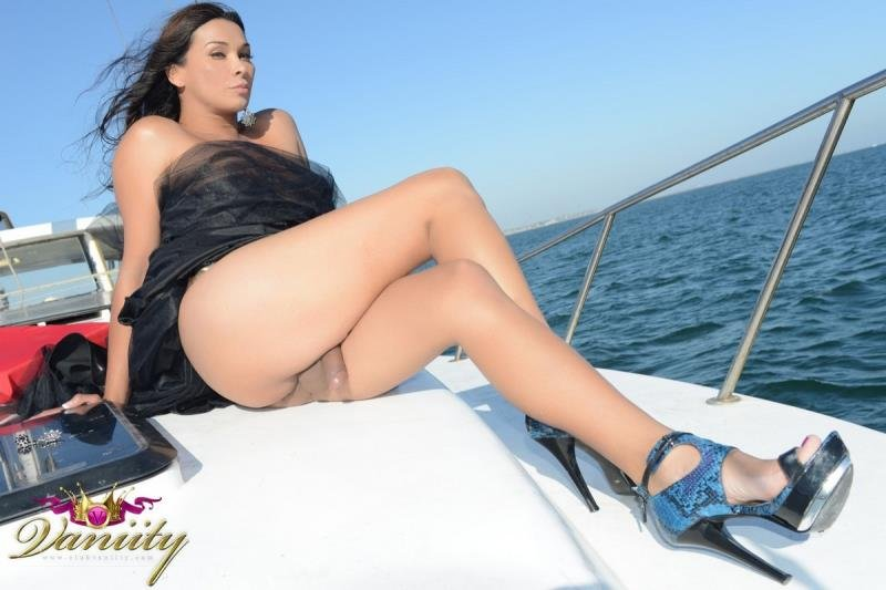 Club-Vaniity.net - Vaniity - The Masturbating Walk On The Yacht [HD 720p / Transsexual / Masturbation / 2013]
