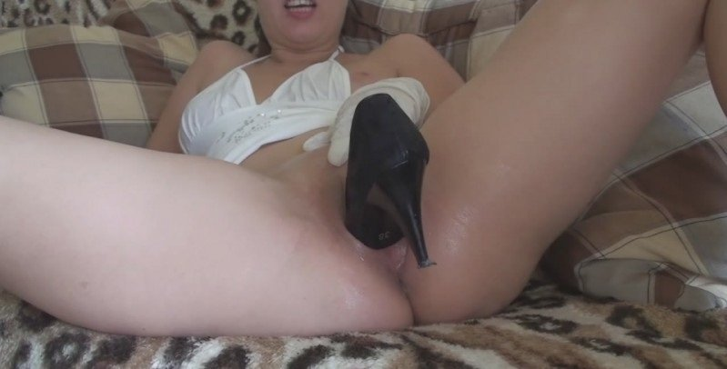 LaylaExtreme.com - Layla - Clothes and shoes [HD 720p / Fisting / Objects / 2012]
