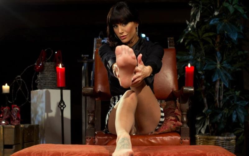 Kink.com/DivineBitches.com - Maitresse Madeline, Gia DiMarco and Blake - Foot Fetish Extreme [HD / Femdom / FootFetish / 2011]