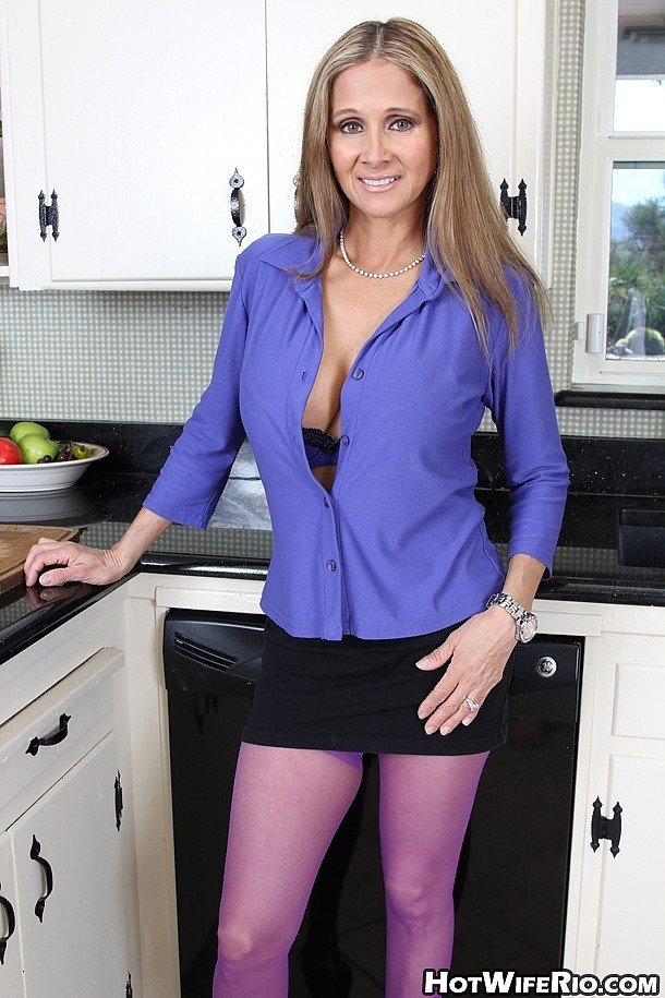 Hotwiferio.com - Rio Blaze - MILF SEEKING BOYS 3 [FullHD / Incest / Mature / 2015]