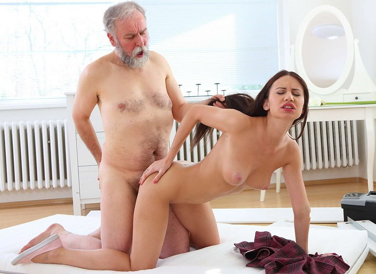 OldGoesYoung.com - Nakita Star - Nakita Star gets her first taste of older cock and she fucking loves it! [SD / Teen / Reality / 2016]