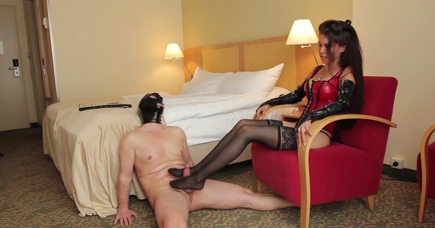 KinkyMistresses.com - Mistress Susi - Foot Worship in the Hotel [HD 720p / Femdom / Foot Fetish / 2014]