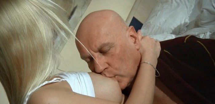 Oldje.com - Renata - Dad fuck daughter and finished her mouth [HD / Incest / Amateur / 2016]