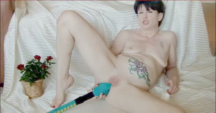 Dirtygardengirl.com - Dirty garden girl - Playing with huge bat [HD / Dildo / Anal / Fisting / 2011]