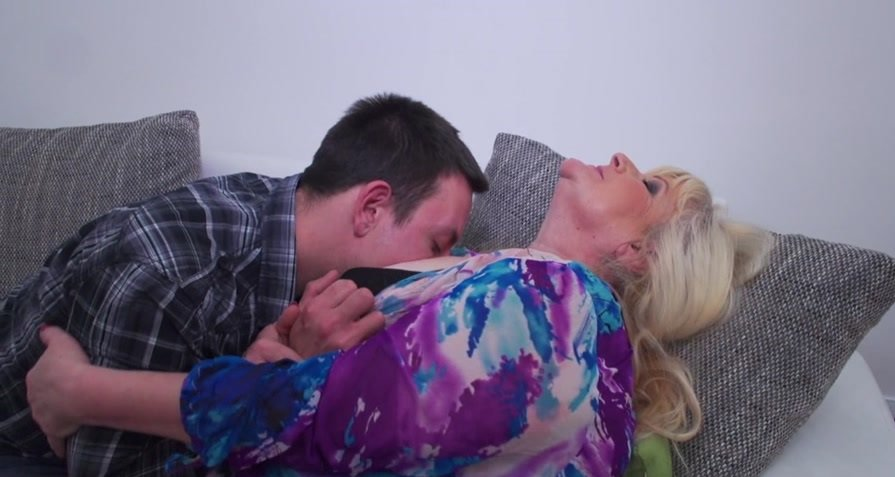Mature.nl - Leona C. - Chubby Mature Lady Fucking And Sucking [HD 720p / Milf / Big Tits / 2016]
