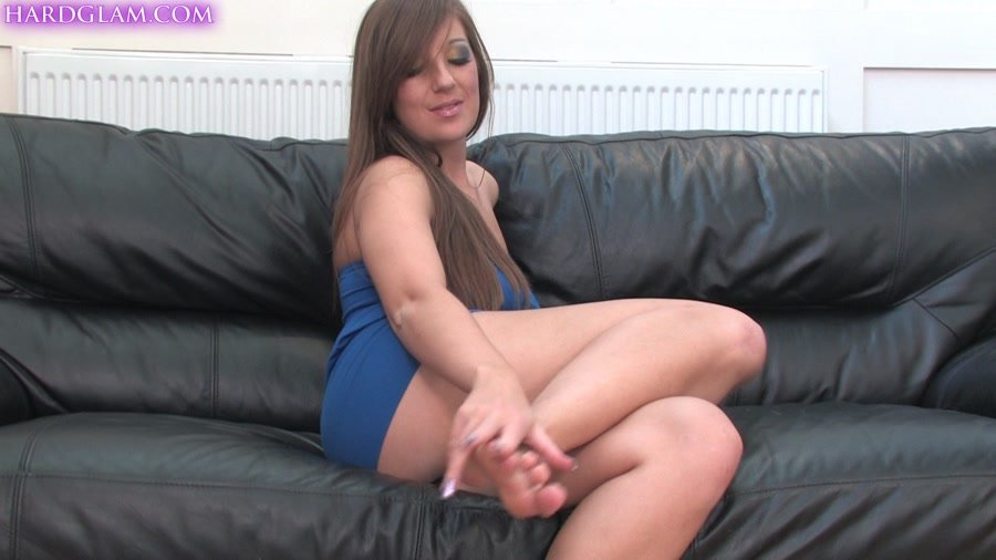 UKFootSluts.com - Cate - Young brunette Cate has sexy feet [FullHD 1080p / Foot Fetish / United Kingdom / 2014]