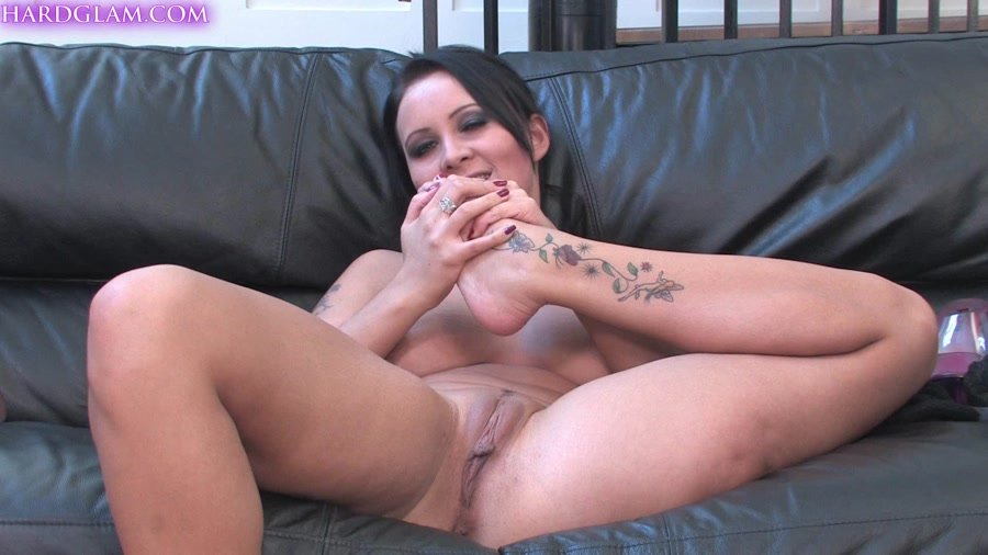UKFootSluts.com - Amber Leigh - Footslut [FullHD 1080p / Foot Fetish / United Kingdom / 2014]