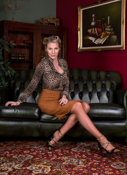 VintageFlash.com - Danielle Maye - Message from the IOAM [FullHD 1080p / Pantyhose / Stockings / 2016]