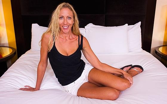 MomPov.com - Mindi - SoCal MILF Loves To Surf And Fuck [SD / Milf / Hardcore / 2016]