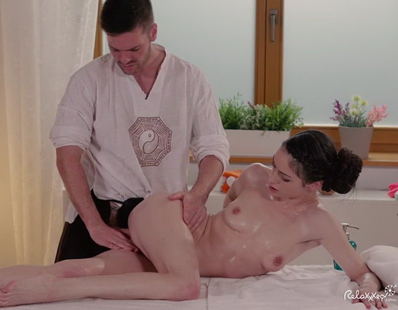 Relaxxxed.com - Arwen Gold - My favorite masseur... [SD / All Sex / Teen / 2016]