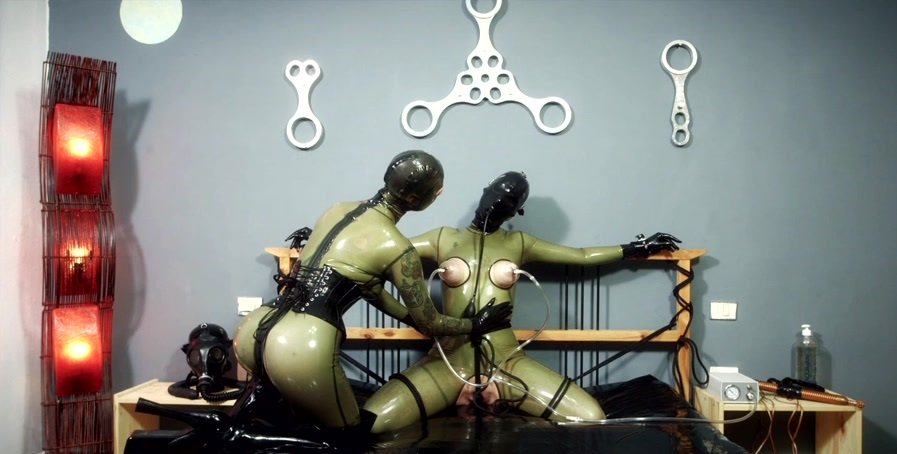 Freaksinside.com - Julia and Lady Seraphina - Vacuum Bed Bondage 01 [HD 720p / Latex / Fetish / 2016]
