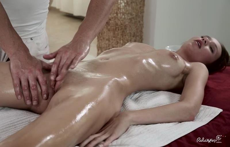 Relaxxxed.com - Chelsy Sun - Chesly Sun gets a her clit rubbed the right way [SD / All Sex / Hardcore / 2016]
