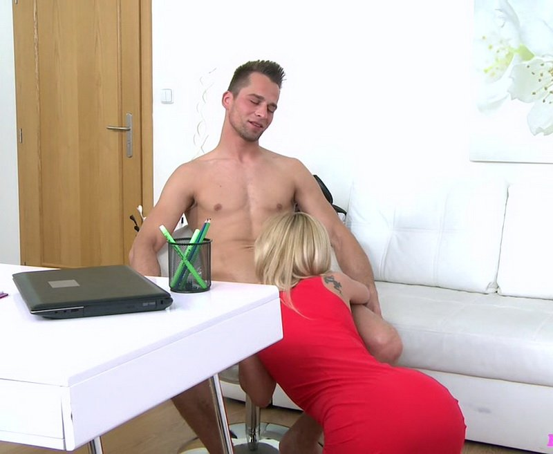 FemaleAgent.com - Vina Caitlin - Horny New Agent Loves Studs Cock [HD / Pro-Am / Casting / 2016]