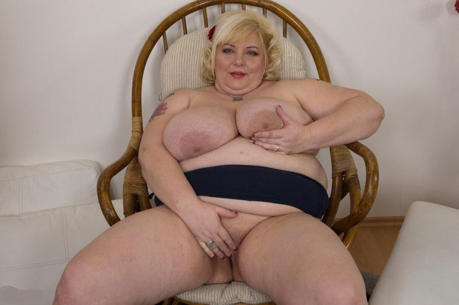 Mature.nl - Halina K. - (40) [HD 720p / BBW / Solo / 2016]