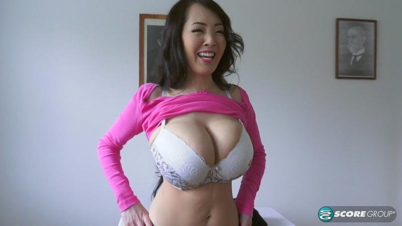 Scoreland.com - Hitomi (aka Hitomi Tanaka) - Boobs Over Bees [HD 720p / Asian / Big tits / 2016]