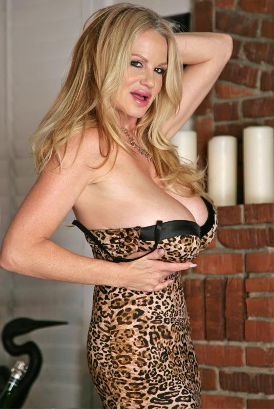 KellyMadison.com - Kelly Madison - Big Tit Romance [FullHD / MILF / Big Tits / 2016]