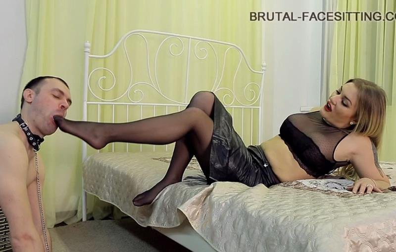 Brutal-Facesitting.com - Mistress Luisa - Brutal Facesitting [SD / Femdom / Facesitting / 2016]