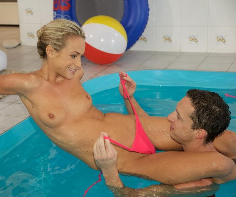 Relaxxxed.com - Vinna Reed - A Little Pool Action [HD / Blonde / European / 2016]