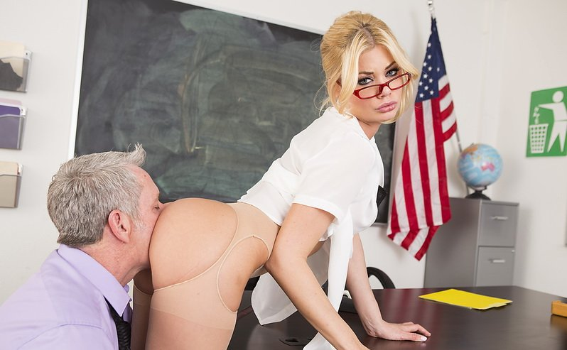 Wickedpictures.com - Riley Steele - Axel Brauns School of Fuck, Scene 1 [HD / Oral / Big Tits / 2015]