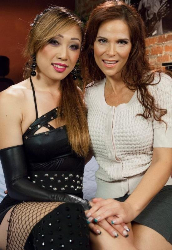 TSPussyHunters.com - Venus Lux, Syren de Mer - Venus Lux Takes Uses Her Cock to Solve Fight with Her MILF Neighbour [SD / Transsexual / Shemale dominate / 2014]