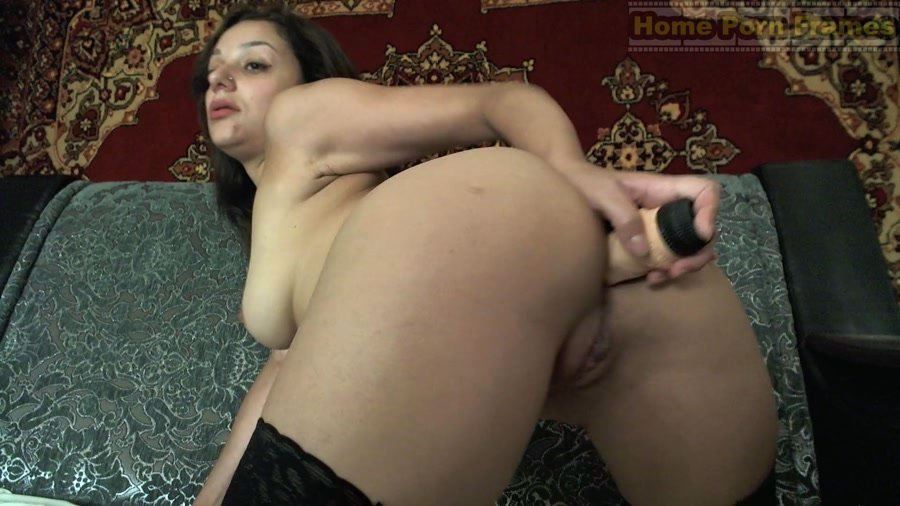 HomePornFrames.com - Netti - Brunette babe anal toying and masturbation [FullHD 1080p / Amateur / Solo / 2016]