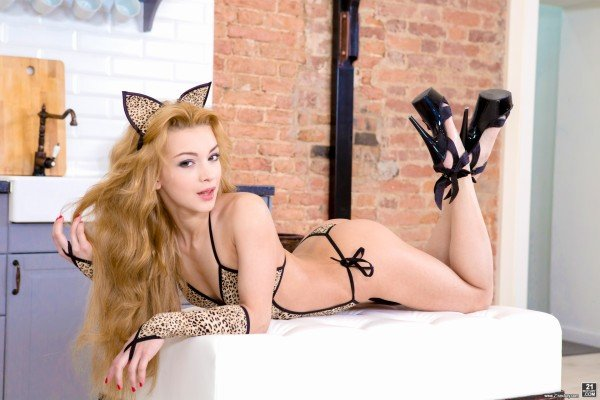 Gapeland.com - Sonya Sweet - Kitty-Cat Sweetie [FullHD 1080p / Anal / Blonde / 2016]