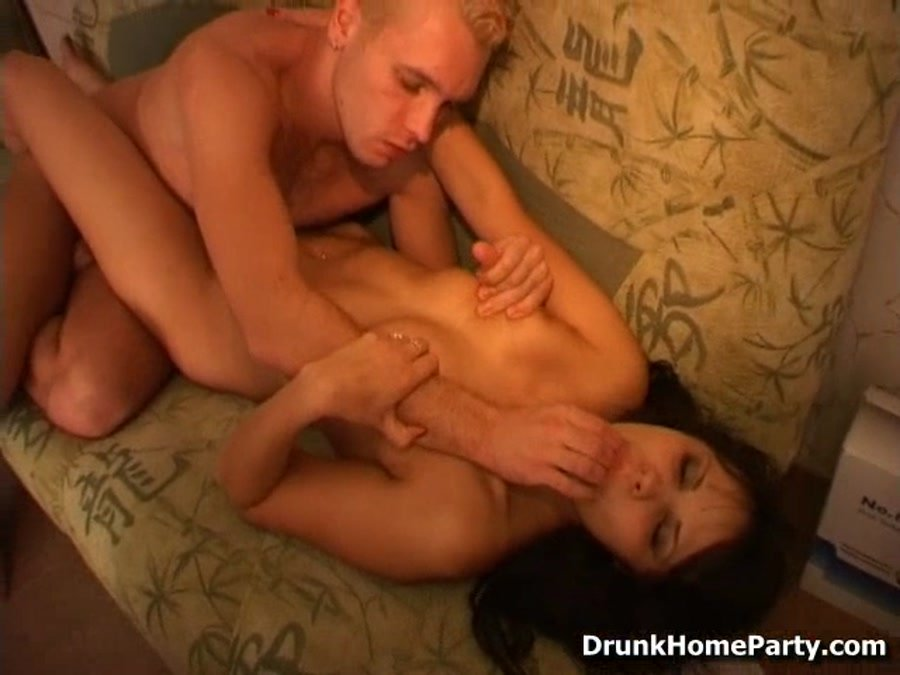 DrunkHomeParty.com - Magnolia - Amateur girl gets fucked with a beer bottle [SD / Teen / Amateur / 2010]