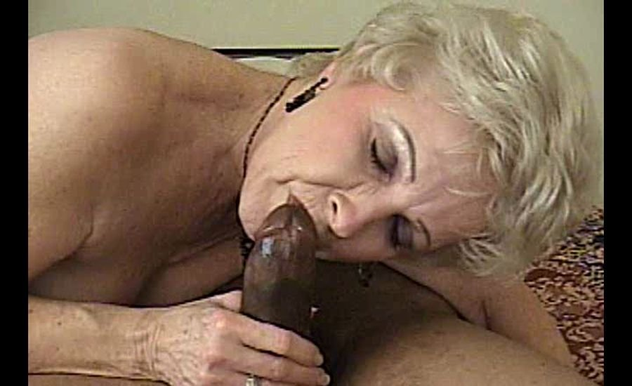 Granny Sex - Mrs. Jewel - Mrs. Jewell Goes Black [SD / Mature / Hardcore / 2017]