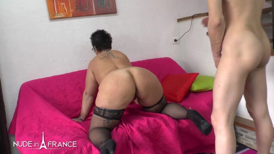 NudeInFrance.com - Kelly - Casting Couch Of a BBW Squirt Mom Getting Fist Fucked [HD 720p / Amateur / France / 2017]