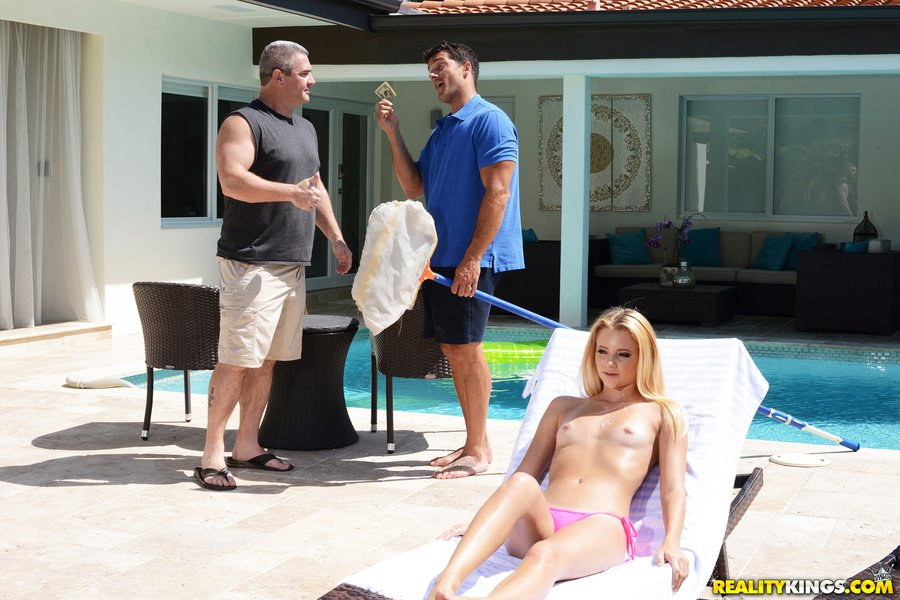 SneakySex.com - Riley Star - Wet Hot American Stunner [SD / Amateur / Anal Play / 2017]