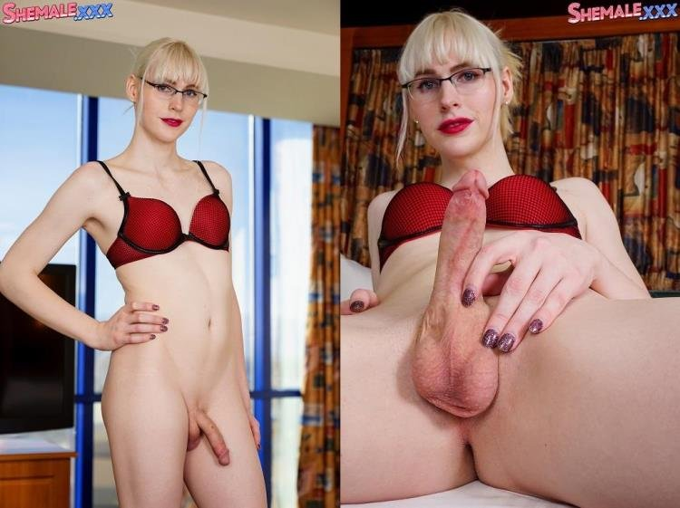 SheMale.com - Lianna Lawson - Lianna's Glorious Ass And Cock Play! [HD / 2017]