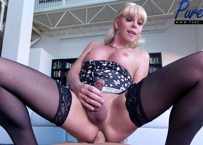 Pure-ts.com - Joanna Jet - Joanna Jet - Mature blonde Joanna Jet wants your cock! [FullHD / 2017]