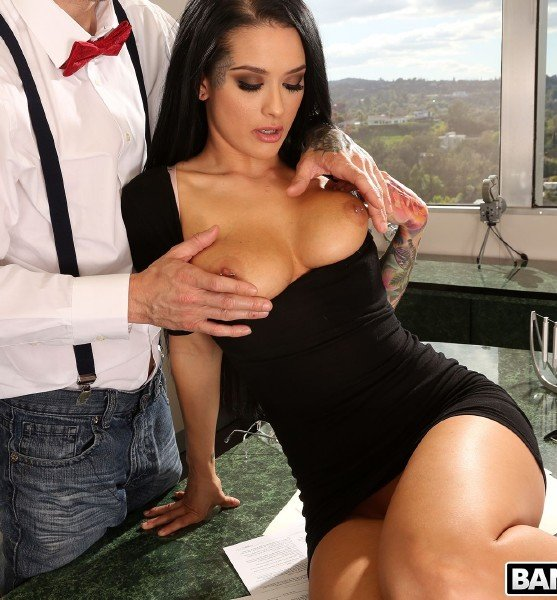 BigTitCreamPie/BangBros - Katrina Jade - Fucking Hard To Clean Up My Taxes [SD /  / 12.04.2018]