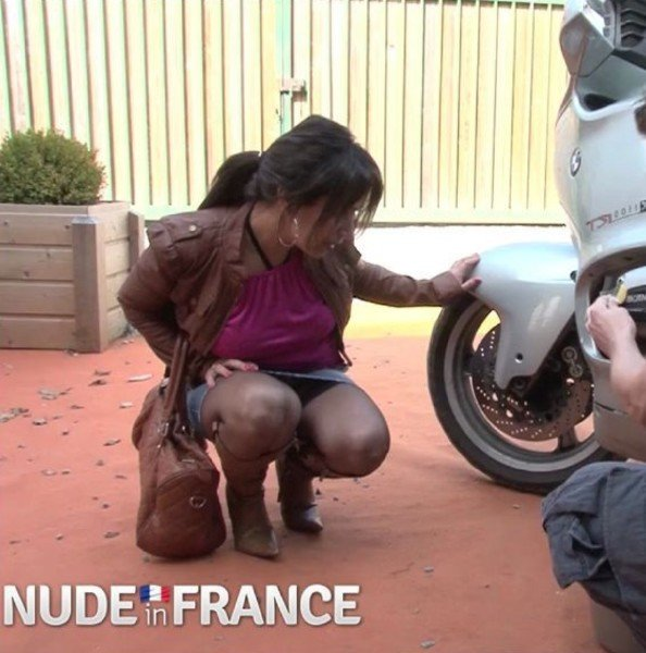 NudeInFrance.com - Amateurs - Horny brunette gets fucked on motorcycle [HD / Brunette / 2017]