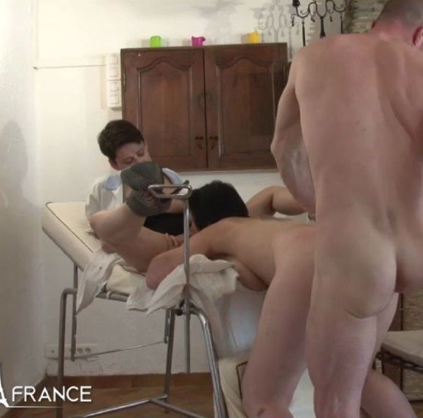 NudeInFrance.com - Lucie Luke, Amelie Pucycat - Mature brunette getting shaved, fist-fucked and sodomized at the gyneco [HD / Mature / 2017]