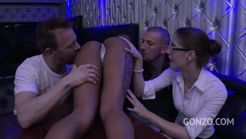 LegalPorno.com - Anna de Ville, Nikki Darling - Anna de Ville vs Nikki Darling HOT 3on2 DAP Strip Club SZ1773 [SD / Gangbang /  2018]