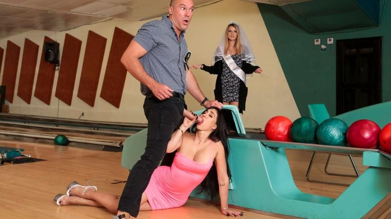 BrazzersExxtra.com / Brazzers.com-Год производства: 2019 г. - Valerie Kay - Bowling For The Bachelor [SD / Latina /  2019]