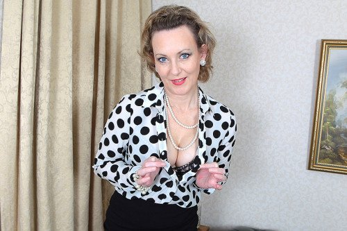Betsy Blue (EU) (44) - British hot housewife stripping and feeling naughty -  - British hot housewife stripping and feeling naughty [SD / Toys /  2019]