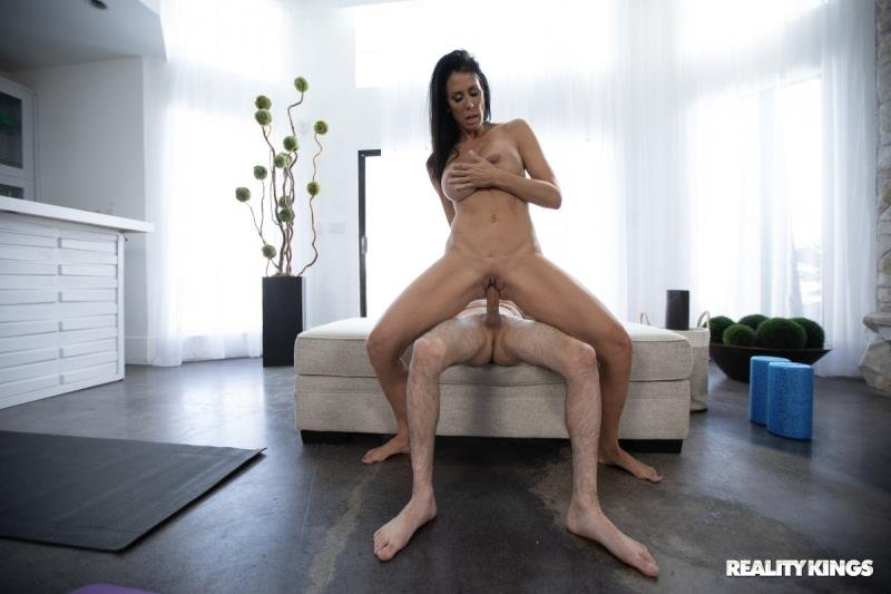 LilHumpers.com - Reagan Foxx - I Love Yoga! [SD / Blowjob /  2020]