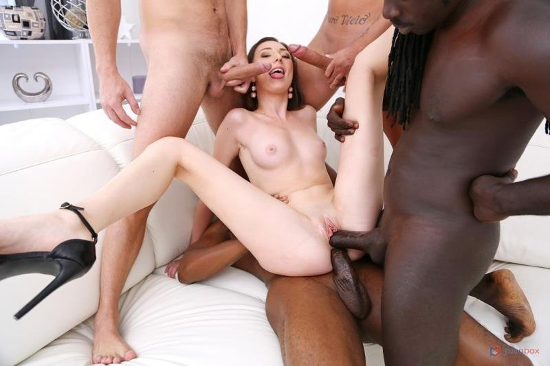Gonzo.com - Isabela de Laa - 4on1 fuck session with 2 BBC and 2 huge white cocks SZ2504 [SD / Gangbang /  2020]